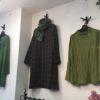 秋に似合う深い緑のお洋服たち