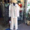 モコモコベストとウロコ模様のジャケット