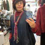 シンプルセーターが見違える!モヘア毛糸のラリエット